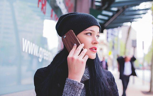 تعلم المحادثة - مصطلحات وعبارات شائعة عند الإتصال بالهاتف