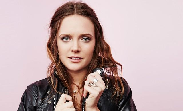 Tove Lo المغنية وكاتبة الأغاني السويدية